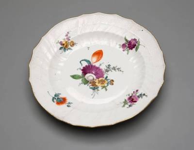 Lėkštė, dekoruota gėlėmis. 1774
