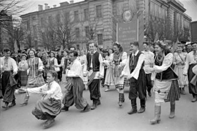 Ilja Fišeris. Gegužės 1-osios demonstracija. 1946