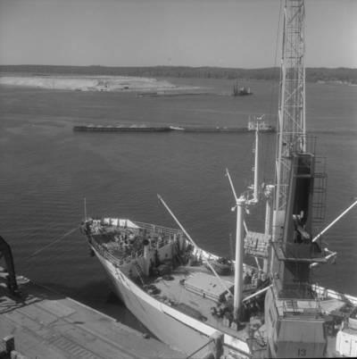 Bernardas Aleknavičius. Uosto krantinė ties Kiaulės Nugaros sala. 1975