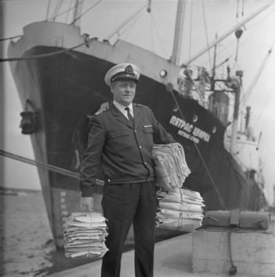 """Bernardas Aleknavičius. Laivo """"Petras Cvirka"""" pirmasis kapitono padėjėjas. 1980"""