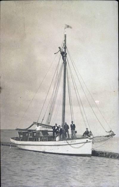 """Nežinomas fotografas. Jūrų skautų jachta """"Budys"""". 1930"""