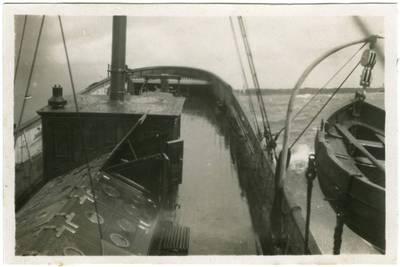 """Nežinomas fotografas. Klaipėdos uosto buksyro """"Birutė"""" laivagalis. 1933"""