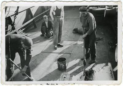 Jūreiviai plauna denį. 1939