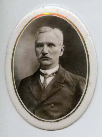 """Skaitmeninis vaizdas """"Knygnešio, vargonininko Jono Kumečio (1861–1949) keramikinis antkapio portretas"""". 2016"""
