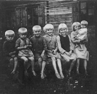 """Skaitmeninis vaizdas """"Antano Dovydaičio vaikai Višakio Rūdos valsč., Runkių kaime 1930 metais. 2016"""