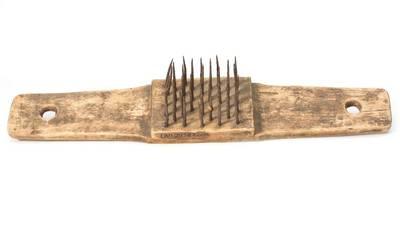 Šepetys išbruktiems linams šukuoti