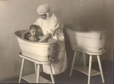 """Nežinomas fotografas. Fotografija. """"Vaikų maudymas"""". 1924"""