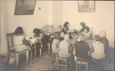 """Nežinomas fotografas. Fotografija. """"Dėstymas mokykloje"""". 1924"""