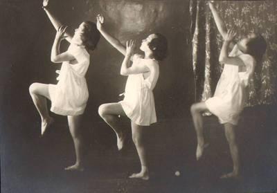"""Nežinomas fotografas. Fotografija. """"Ritminė gimnastika"""". 1924"""