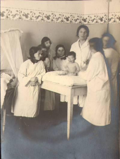 Nežinomas fotografas. Fotografija. Kūdikių priežiūros kursai. 1924