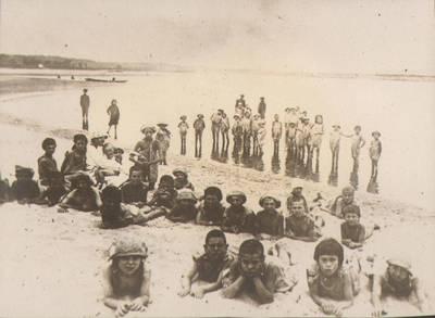 "Nežinomas fotografas. Fotografija. ""Ant upės kranto"". 1924"