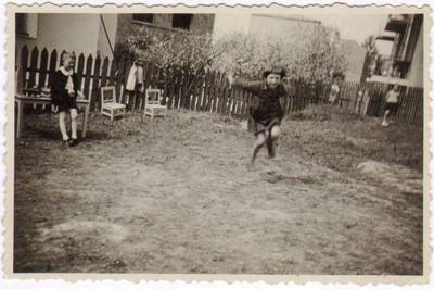 """Ilja Jasvoinas. Užsiėmimai Marijos Varnienės """"Vaikų nameliuose"""". 1935"""