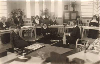 Nežinomas fotografas. Marijos Varnienės vedamų mokymo kursų dalyvės. 1930