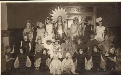 Nežinomas fotografas. Pavasario šventė Panemunės vaikų darželyje 1929 metais. 1929
