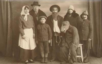 Nežinomas fotografas. Pasvalio žydų pradžios mokyklų mokinių vaidinimas. 1930-03-15