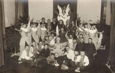 Nežinomas fotografas. Alytaus miesto pradžios mokyklos Nr. 2 artistai. 1938
