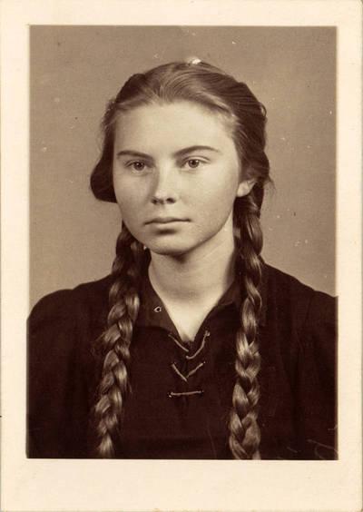 Ieva Jankutė vidurinės mokyklos moksleivė, 1941 m. Vokietija