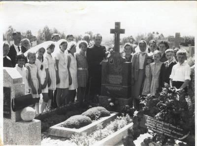 Kunigo Bronislovo Šveikausko kapas