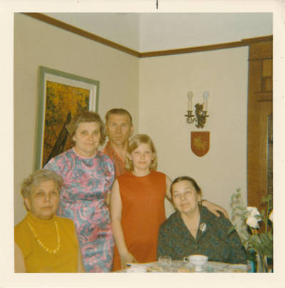 Elzė ir Edė Jankutės su Dambarų šeima, 1971 m. Torontas. 1971
