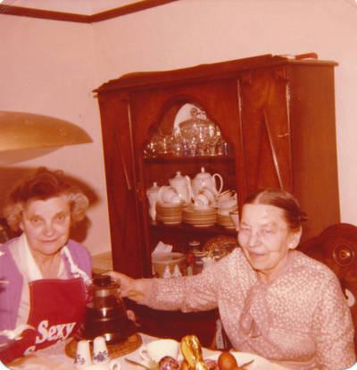 Elzė  Jankutė ir Marija Dambarienė, 1978 m. Torontas. 1978