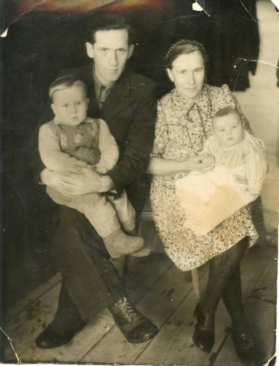 Emilijos ir Vytauto Šuščevičių šeima tremtyje. 1957