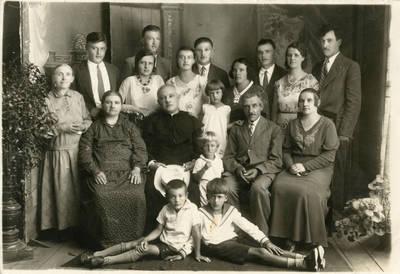 Garmų šeimyna iš Patrakėnų. 1933-07-26