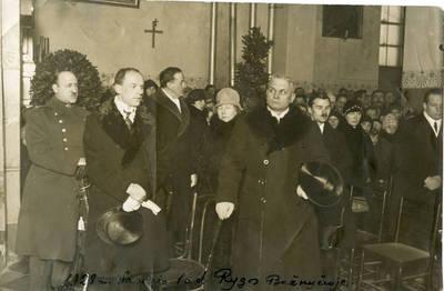 Kazimieras Graužinis 1928 m. vasario 16-osios minėjime Rygos bažnyčioje. 1928-02-16