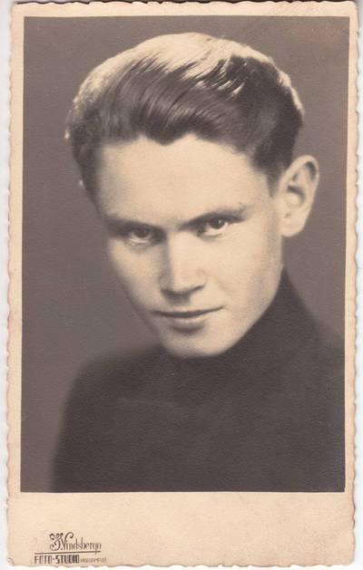 Jakovas Vincbergas. Marijampolės Rygiškių Jono 1938 m. abituriantas Algis Gr... 1938-06-16