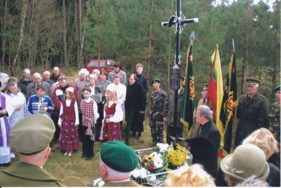 Algimantas Lelešius. Kryžiaus Tauro apygardos Žalgirio rinktinės partizanų vadui Jonui Kleizai -Žalvariui atidengimas. 2008-04-20