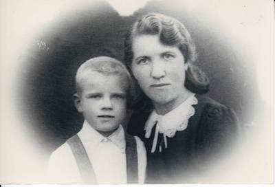 Algimantas Lelešius. 1941 metų tremtinė Domicelė Kališiūtė-Lelešienė su sūnumi Algimantu Altajuje. 1949