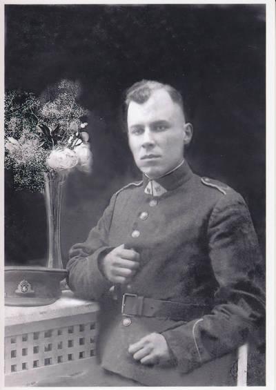 Nežinomas fotografas. Leopoldas Vytautas Jasevičius,kilęs iš Pentviršių kaimo, surinkęs 1334 dainas. 1941-12-24
