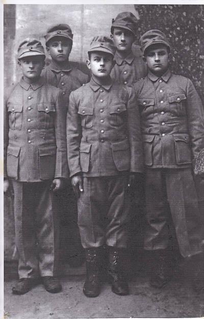 Nežinomas fotografas. Lietuvos Vietinės rinktinės 301-303 batalionų kariai-suvalkiečiai. 1944 m. 1944