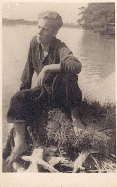 Nežinomas fotografas. Nuotrauka. Henrikas Nagys prie Alaušo ežero. 1939