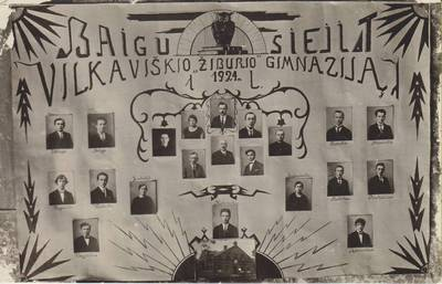 """Nuotrauka. Baigusių Vilkaviškio """"Žiburio"""" gimnaziją vinjetė. 1924"""