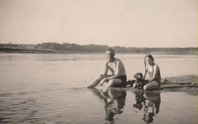 Nežinomas autorius. Nuotrauka. Balys Sruoga su dukra Dalia Sruogaite. 1933