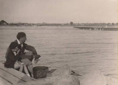 Nežinomas autorius. Nuotrauka. Balys Sruoga su dukra Dalia Sruogaite. 1935