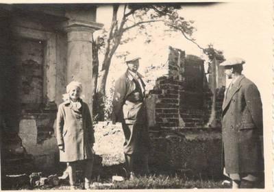 Nežinomas autorius. Nuotrauka. Balys Sruoga, Dalia Sruogaitė ir Ignas Šeinius. 1936
