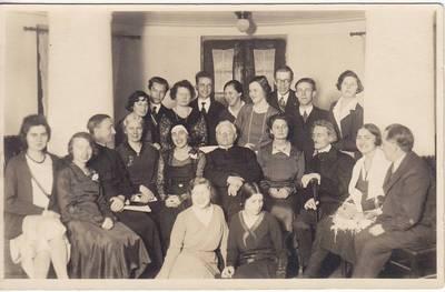 Nežinomas fotografas. Nuotrauka. Pirmasis viešas lietuvių moterų rašytojų vakaras. Dalyviai ir svečiai. 1930-12-07