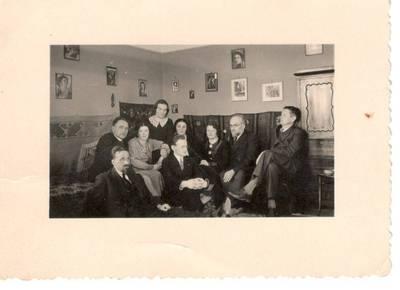 Nežinomas autorius. Nuotrauka. Balys Sruoga su žmona ir draugais. 1936