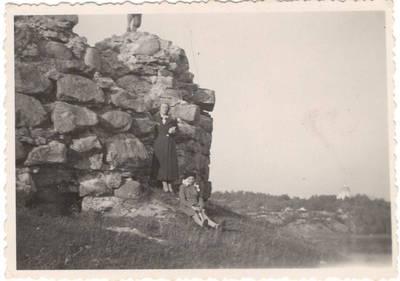 Jasvoinas. Nuotrauka. Vanda Daugirdaitė-Sruogienė su dukra Dalia. 1931
