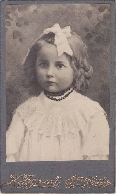 K. Bula. Nuotrauka. Nežinomos mergaitės portretas. 1875