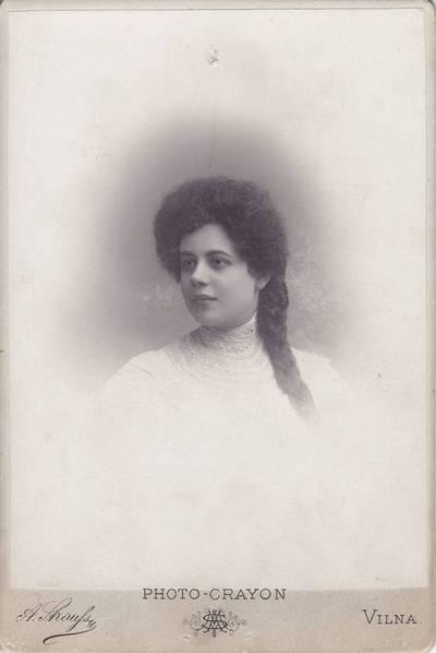 A. Štrausas. Nuotrauka. Nežinomos moters portretas. 1900