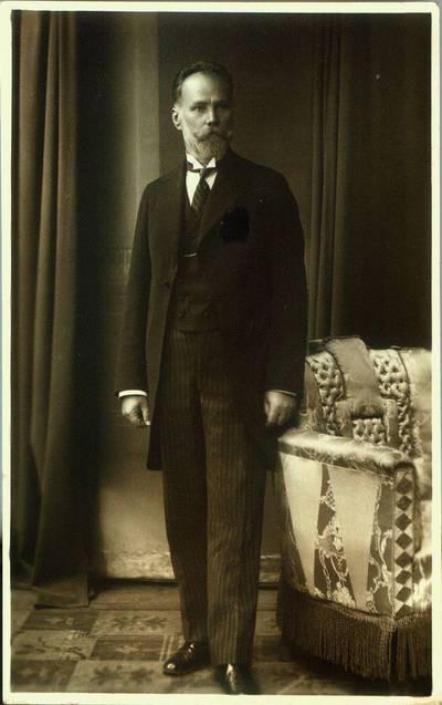 Fotografija. Vaistininkas Matas Valeika savo namuose. 1927