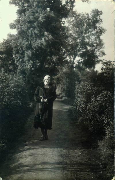 Fotografija. Malvina Valeikienė Giedraičiuose. 1935