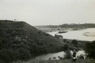 Merkinės piliakalnio vaizdas. Valkininkų apskr., Lietuva, 1939 m.