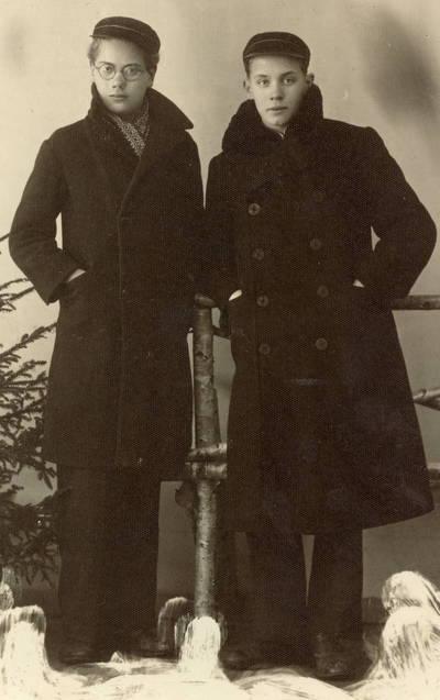 Biržų gimnazijos moksleiviai Eugenijus Matuzevičius ir Povilas Naktinis / Eugenijus Matuzevičius ... [et al.]. - 1933.10.22