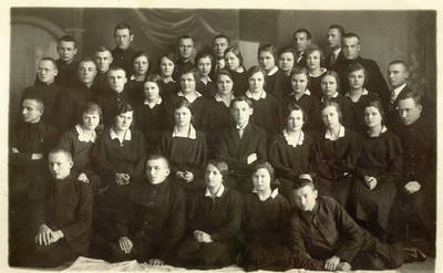 Panevėžio mokytojų seminarijos IV-o kurso moksleiviai su mokytoju Juozu Mičiuliu / Juozas Mičiulis ... [et al.]. - 1929.06.07
