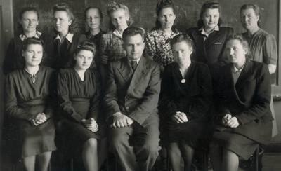 Motiejus Lukšys su Panevėžio pradinės mokyklos Nr. 1 pedagogėmis / Motiejus Lukšys ... [et al.]. - 1937-1948
