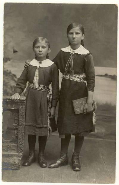 Vilniaus lietuvių gimnazijos moksleivės / K. Sabaitė, J. Sabaitė. - 1917.08.28
