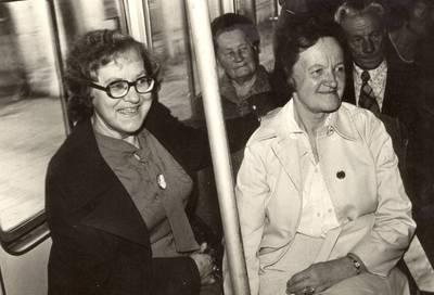 Pedagogė Emilija Šešeikaitė-Mackevičienė su rašytoja Ale Rūta Vilniuje / Elena Šešeikaitė-Mackevičienė ... [et al.]. - 19--